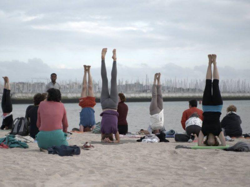 yoga-sur-la-plage.jpg